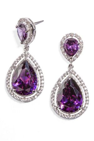 These Anastasia Drops from @baublebar are perfect for a purple accent on your wedding day!