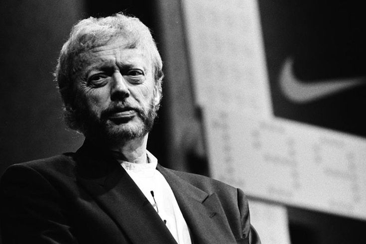What does the founder of Nike, Phil Knight, have to do with this weeks Q&A? The motto JUST DO IT. These words were an inspiration to David Barrigan, founder of Putting Edge. With that mindset, David has built his business to work with clients such as Amazon, New Balance, O2, Harvas Lynx, and more. He is currently in the process of building a golf apparel company called Foreward which will be launching in 2018. And he has started a charity called Putt For Dough dedicated to helping out the...