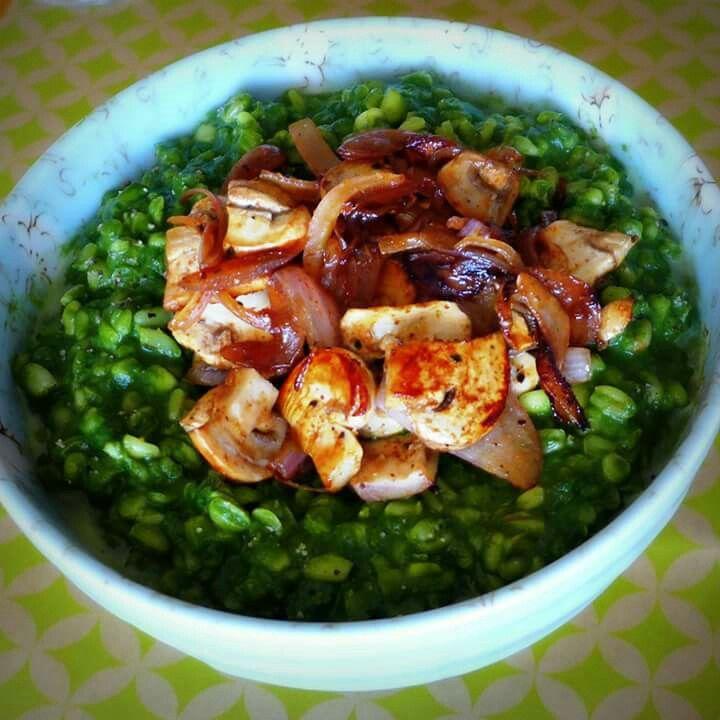 Trigo mote al pesto de espinacas con saltado de champiñones www.chezcarlita.com