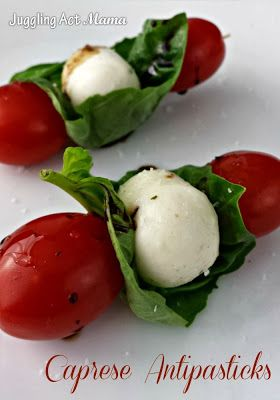 Love Caprese salad? Try these fun appetizers - they're great for cookouts, too!  Get the recipe here: http://jugglingactmama.com/2013/12/caprese-antipasticks-appetizer.html