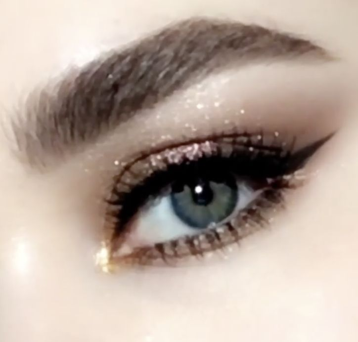 #PMGHowTo : Metallic gold cat eye makeup tutorial — featuring the Pat McGrath Labs MOTHERSHIP II: Sublime Eye Palette paired with PERMA PRECISION LIQUID EYELINER. Discover the collection at PATMcGRATH.COM and @sephora. This gorgeous glittery gold eye makeup look is perfect for events, holidays, and weddings. #makeuptutorial #eyemakeuphowto #videotutorial #goldmakeup #cateyehowto