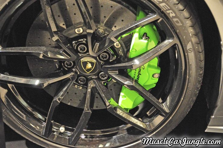 2016 Huracan Spyder Wheel Picture (1280 by 850 pixels) from the Musclecarjungle.com Gallery.
