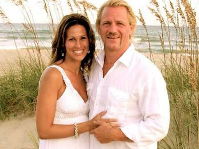 Unknown Wives Of The Wwe Karen Jarret Jeff Jarrett Karen Jarrett Jeff Jarrett Professional Wrestlers As noted, former impact wrestling executive jeff jarrett is currently in a rehab facility, following an incident at an jeff's wife karen has since posted the following photo of jeff at the facility. karen jarrett jeff jarrett