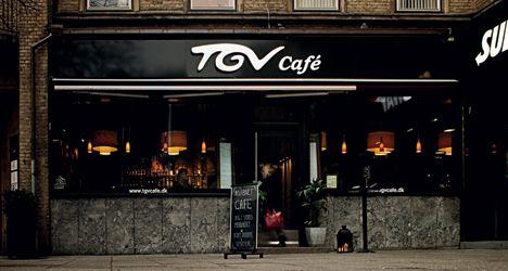 Café og café … stedet begyndte godt nok som café, men har udviklet sig til at være en rigtig god bistro, og det er da også folkene bag en anden supergod Århus-bistro, restaurant ET, der er mændene bag TGV, uden at de dog står for den daglige drift... TGV Café  Banegårdspladsen 4  8000 Århus C  Tlf. 8624 8800