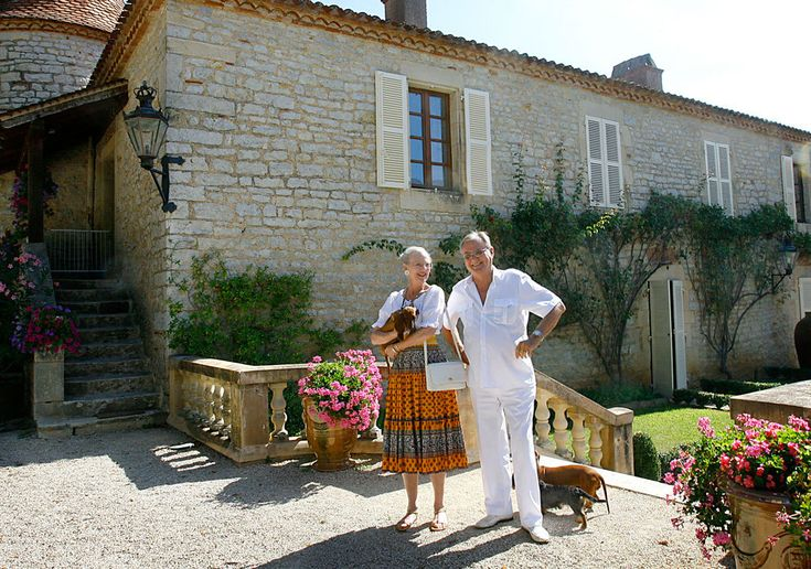 En 2006, ni la reina Margarita ni el príncipe Enrique fallaron a su cita de todos los veranos. Volvieron a protagonizar el posado en el Palacio de Caix.