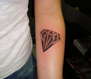 Tatuagem de diamante preto simples