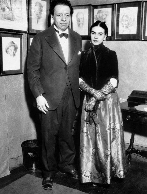 Frida Kahlo y Diego Rivera en una exhibición en New York en 1933