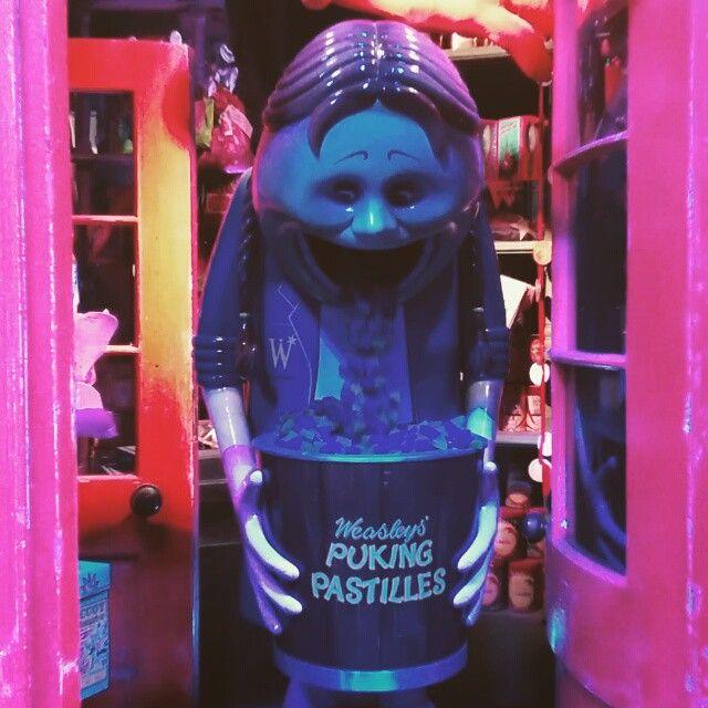 Weasley's Puking Pastilles in Diagon Alley. #harrypotter #weasleyswizardwheezes #diagonalley [video]