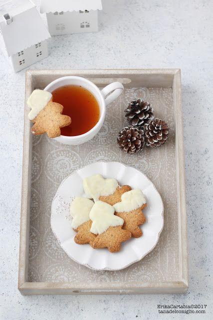 """Biscotti """"albero"""" alle noci e cioccolato bianco"""