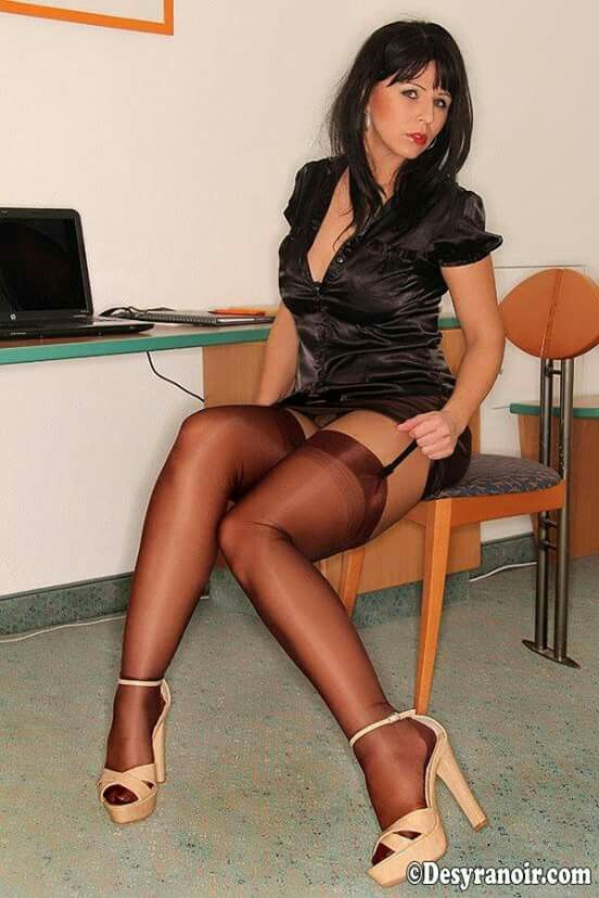 Nude crotchless pantyhose sex and foot
