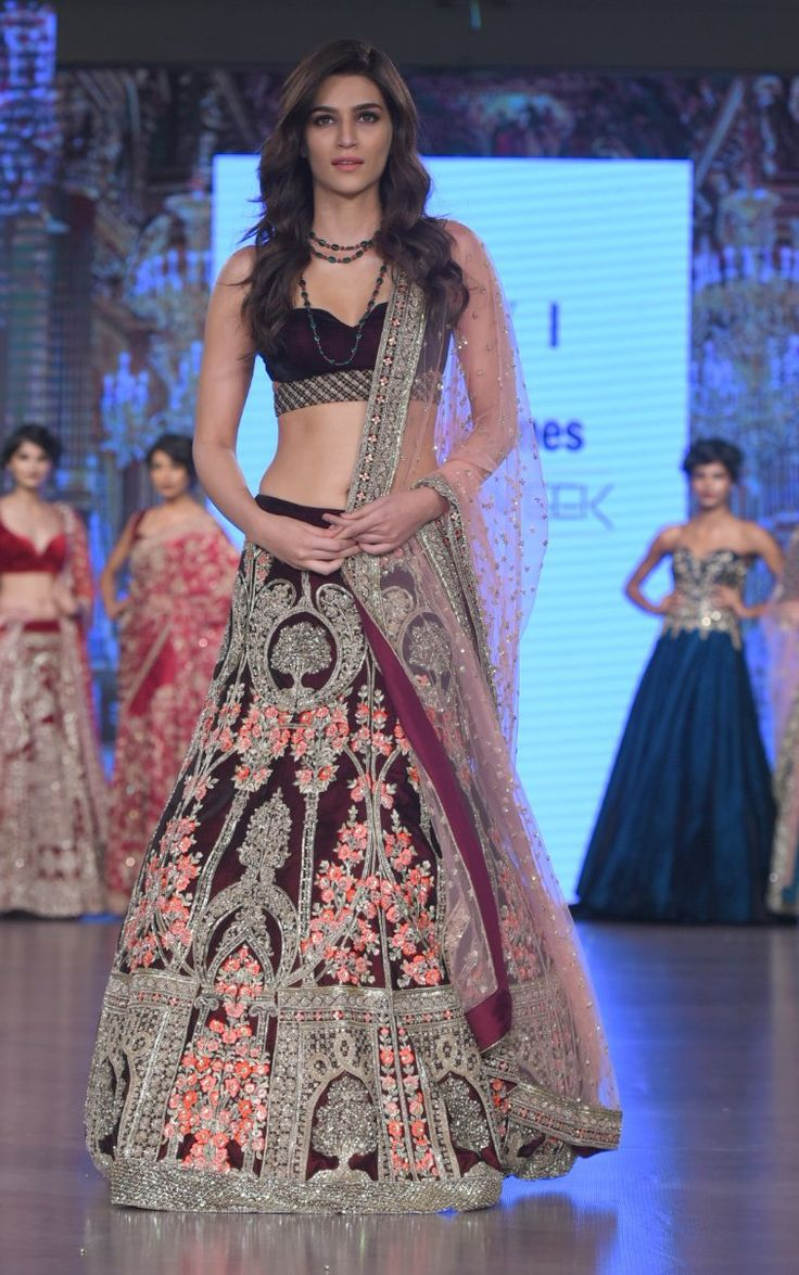 Order of program for church fashion show - Actress Kriti Sanon The Vivacious Diva Graced The Ramp For Kalki A Mumbai Based Fashion House On The Finale Of The Bombay Times Fashion Week 17