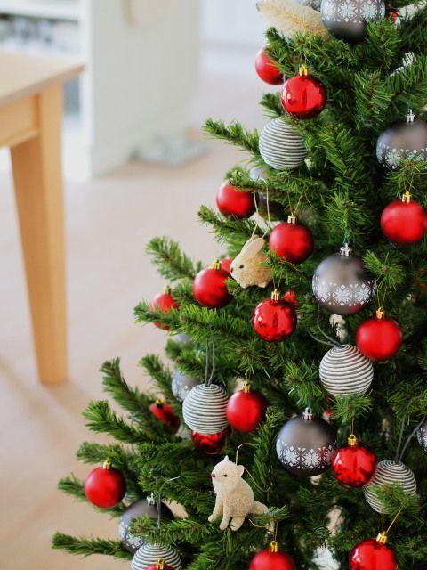 クリスマスの時期には、おうちでもクリスマスインテリアを楽しみたいですよね!そこで今回は、さまざまな大きさや種類のクリスマスツリーのデコレーションアイデアをご紹介してゆきたいと思います♪