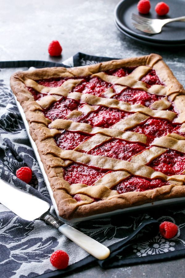 Love gingerbread? Then you'll ADORE this Raspberry Gingerbread Slab Pie made with @mccormickspice Gingerbread spice.