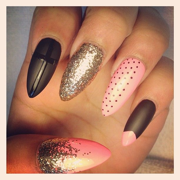 119 best stilleto nails images on pinterest acrylic nails nail i cant do that crazy vampire looking sharp stuff but i like the designs stiletto nail prinsesfo Choice Image