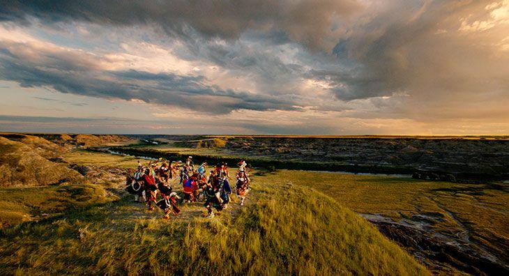 Préparez-vous à une aventure de dimension jurassique dans le sud-ouest de l'Alberta. Le tout comprend des dinosaures grandeur nature, des canyons battus par les vents, des formations rocheuses inusitées, des vues spectaculaires et des lieux historiques précieux. Le circuit