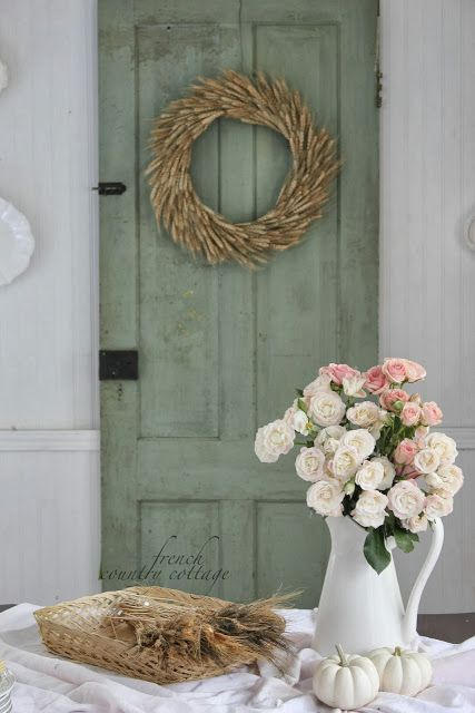 FRENCH COUNTRY COTTAGE: Vintage Charm & White Capris