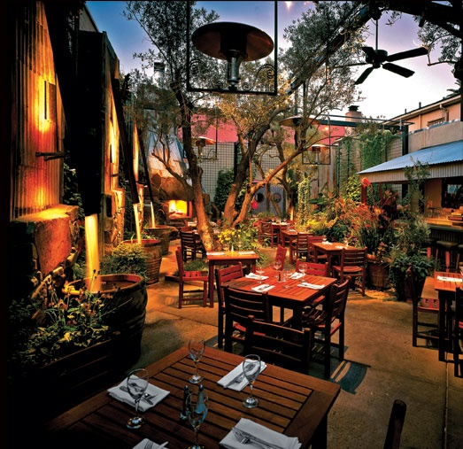 Romantic Places Northern California: Paragary's Restaurant In Sacramento. Beautiful Courtyard