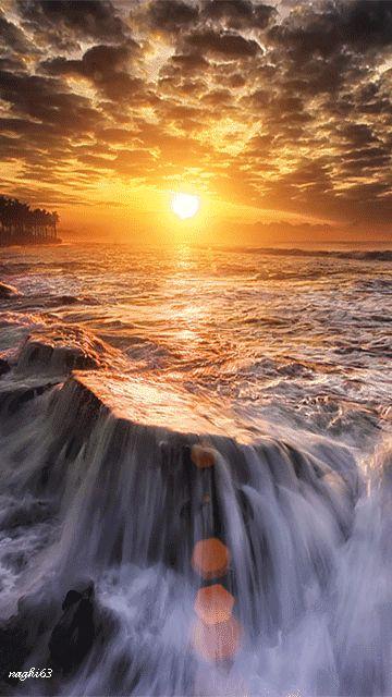 Helder licht bij de oceaan
