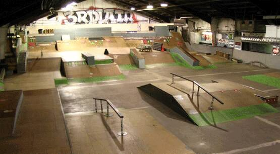 3rd-lair-skate-shop.gif (555×306)