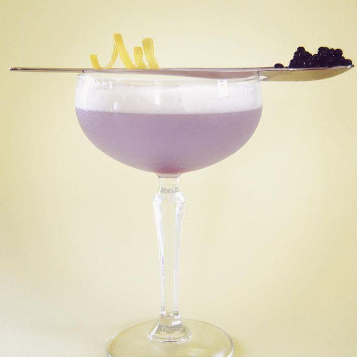 Aviation cocktail . Sandra A du C sur Instagram: Cocktail Aviation à la violette ///Version moléculaire.  Gin Maraschino liqueur Violette crème Jus de citron Billes de violette Émulsion de citron vert et billes de violette. #maraschino #gin #molecular #violette #mixologist #cocktails #cocktailart #citron #aviation #loveit #caviar #mixology #martin #shortdrink #atelierducocktail #maraschinocherries #emulsion #amazing #instafood #instadrink #design