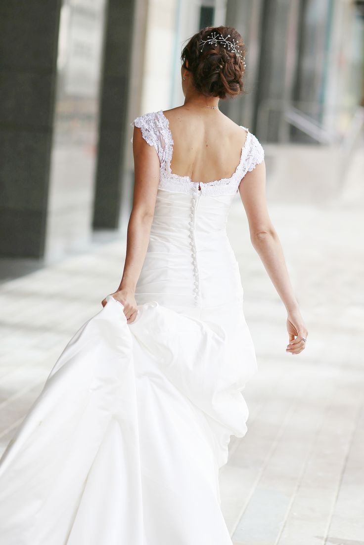 Back lace wedding dress