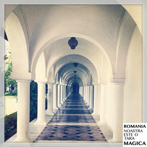 Mânăstirea Sâmbăta de Sus, județul Brașov. #romaniamagica Fotografia vine de la @simonasimaria Felicitări!
