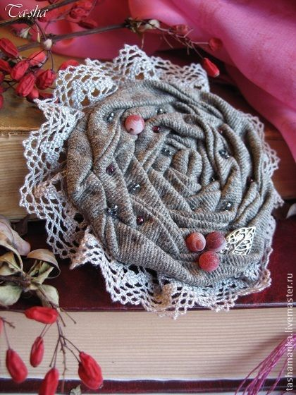 """Брошь из ткани """"Барбарис"""" в стиле бохо - броши,брошь из ткани,цветы из ткани"""