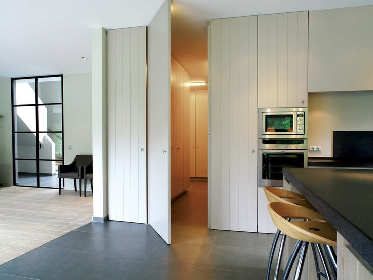 Interieur - Hoskens interieurstudio Deur in zelfde stijl als kast deuren