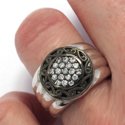 Ring in sterling silver and circonites. Handmade in Galicia. Tax free $75.90