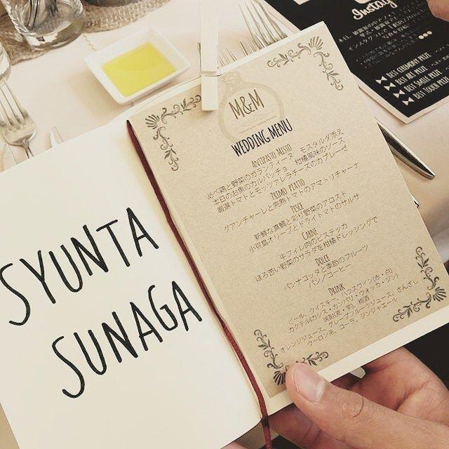 メニュー表ノートの席札にクリップで挟めるハガキサイズにしました . 節約のためにパワポで作ってキンコーズで印刷。アルファベットは引出物のTODAY'S SPECIALに合わせて手書き風味♡ . #weddingtbt #メニュー表 #メニュー表手作り #DIY #オリジナルウエディング #カジュアルウエディング #ナチュラルウエディング #会場装飾 #結婚式 #結婚 #ウエディングレポ #結婚式レポ #結婚式小物 #結婚式準備 #卒花 #結婚式会場