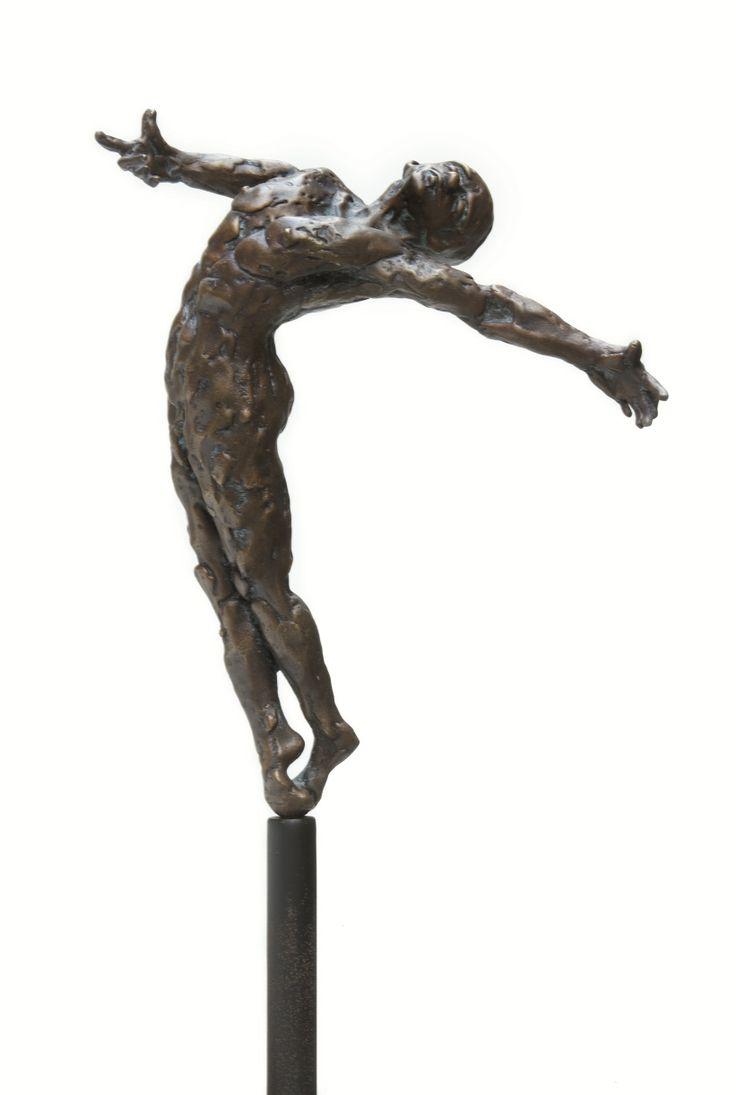 """""""Lightness"""": bronzen beeld van de Vlaamse kunstenaar Jacques Vanroose."""