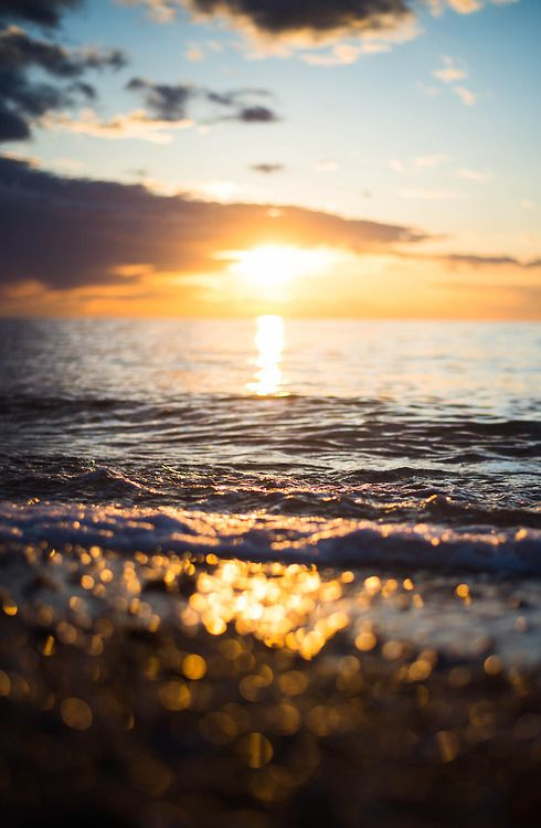 The water's edge is where I sometimes take my troubles to, toss them on the outgoing waves and enjoy the feeling of that weight being removed, I am in many ways reborn. Achie