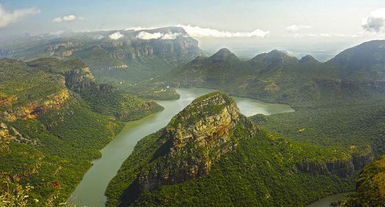 The spectacularly scenic Blyde River Canyon Nature Reserve (also known as the Motlatse Canyon Provincial Nature Reserve) in Mpumalanga cuts through the Drakensberg Mountains. It offers rare natural attractions, fauna and flora.