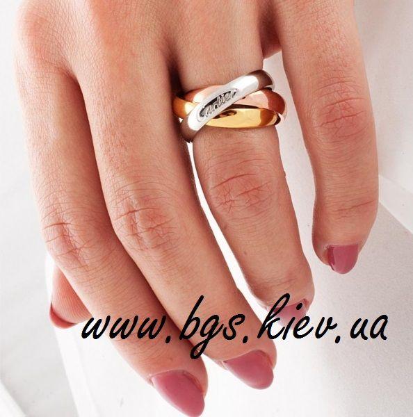 Золотое кольцо Trinity Cartier Картье Тринити http://bgs.kiev.ua/cartier-14kz Best Gold Service Ювелирное предприятие – изготавливает на заказ обручальные кольца, помолвочные кольца, подарочные кольца, ювелирные изделия любой сложности.  Обручальные кольца Trinity de Cartier Из трех цветов золота (белое, желтое, красное) Изготавливаем золотые кольца любой пробы и цвета, с любыми вставками (бриллиант, циркон, кристаллы Swarovski и т.д.).  Тел.: +38 (095) 311-55-74  Тел.: +38 (063) 274-75-55…