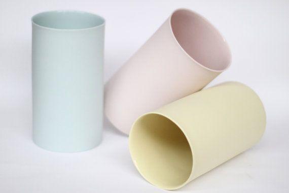 Vase en porcelaine dans notre belle couleur citron.  Jai teinter la couleur dans largile quand je leur fais de la belle porcelaine français.  Vitrage
