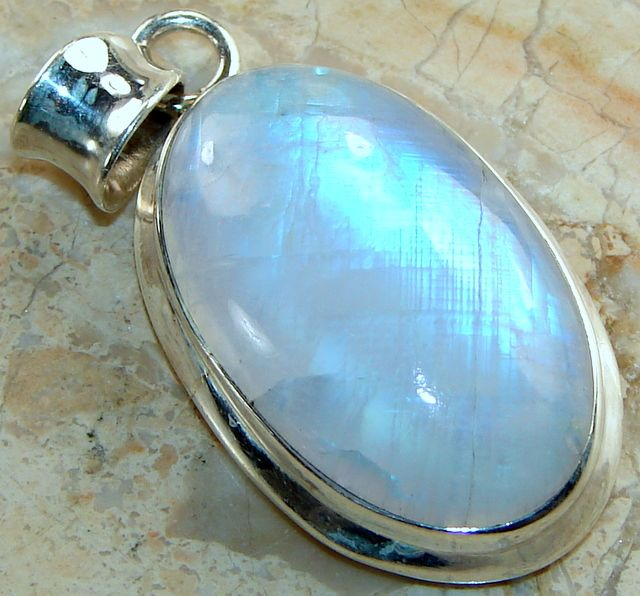 | Rainbow Moonstone Pendant : Wholesale Rainbow Moonstone Silver pendant India |