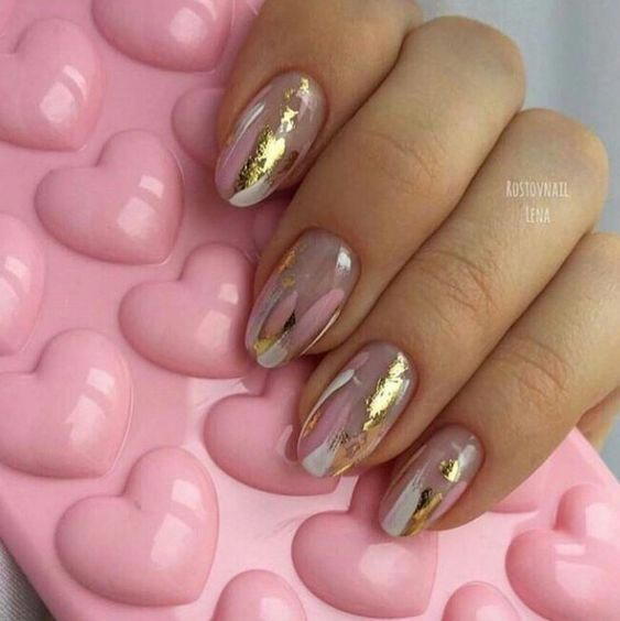 Gold Foil Nails | 35 Gold Nail Designs | #goldnails
