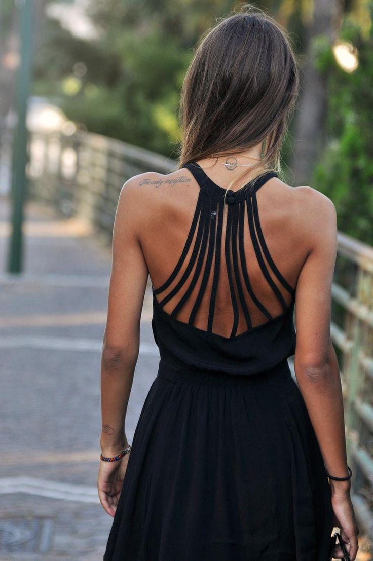 Este puede ser el vestido!!!! Con la espalda así y el cuello subido