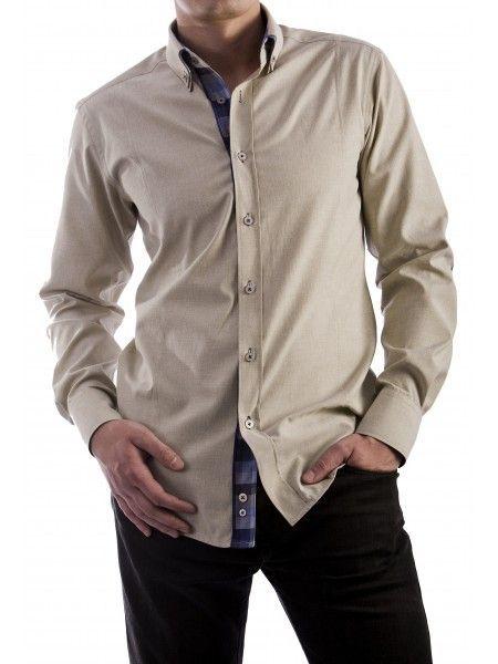 Een mooi getailleerde beige overhemd van het merk Vegea.