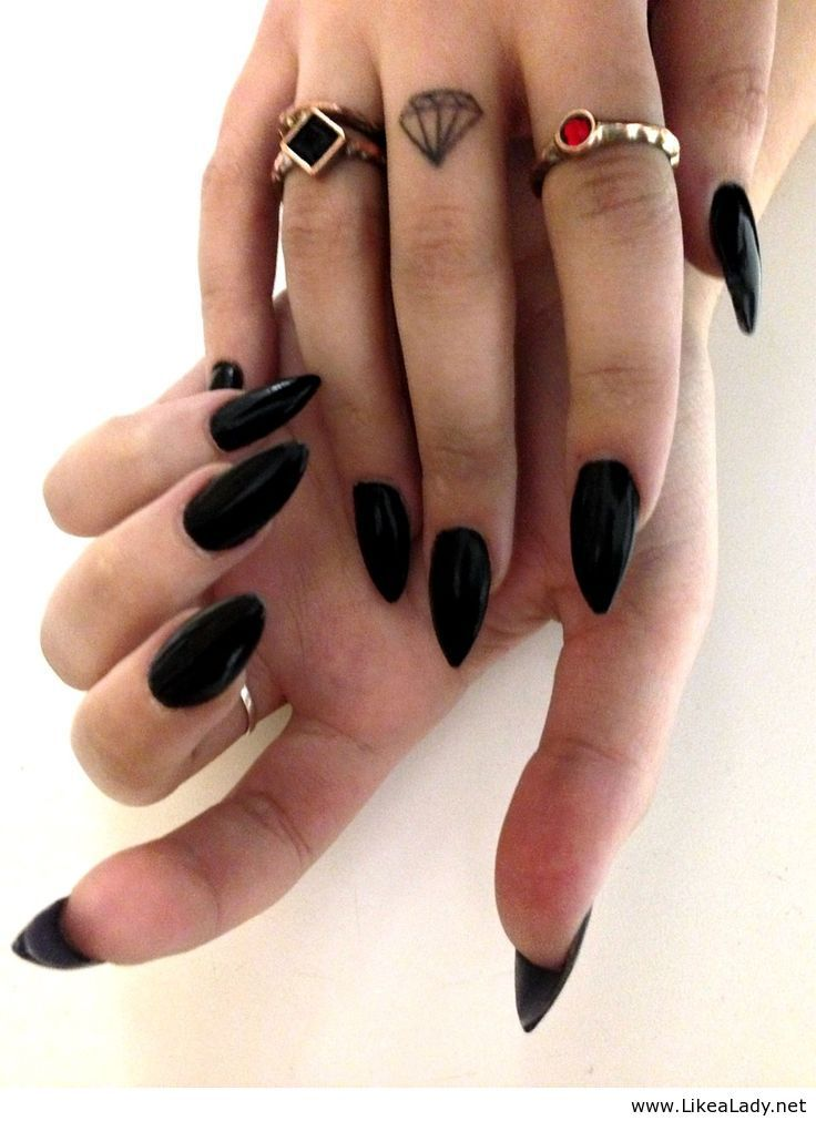 I am so in love with the look of stilleto nails!