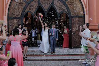 ¿Qué te parece utilizar burbujas para la salida de la Iglesia para tu boda en playa? Bodas Huatulco