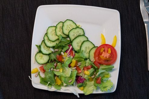 Fun Food Kids Snack healty gesund gemüse vegetables cucumber gurke tomatos Tomaten hungry catarpillar raupe Nimmersatt tiere animals the very tomato salad salat Sinja78