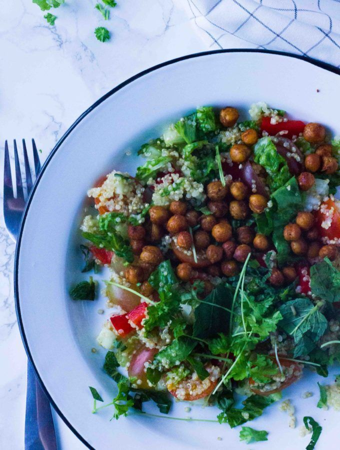 Quinoa and chickpea salad + vinaigrette A MUST TRY