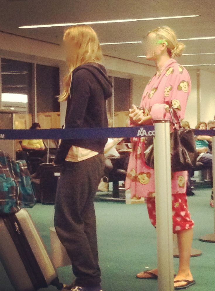 10 Things You Should Never Wear On An Airplane