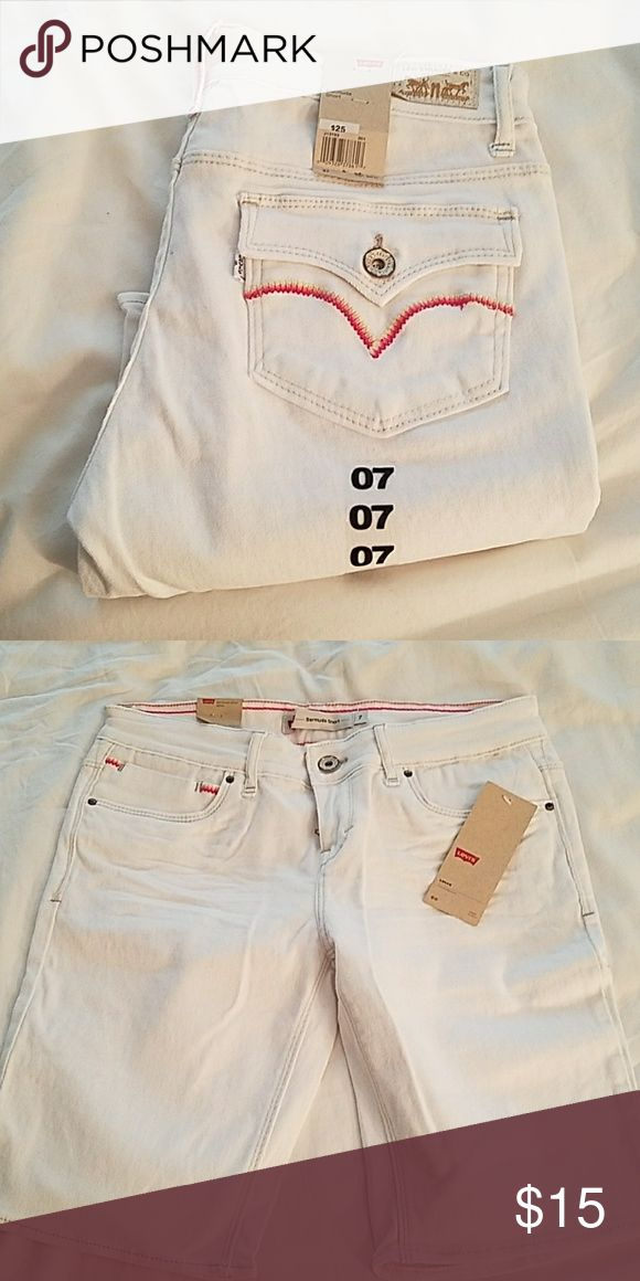 Levis Bermuda Short Perfect condition.  Never worn.  White with pink details.  Juniors size 7. Levi's Shorts