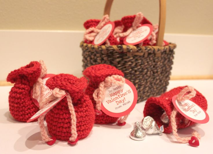 Repeat Crafter Me: Valentine's Candy Crochet Bags-different colors for Christmas, Halloween, and Easter!!!