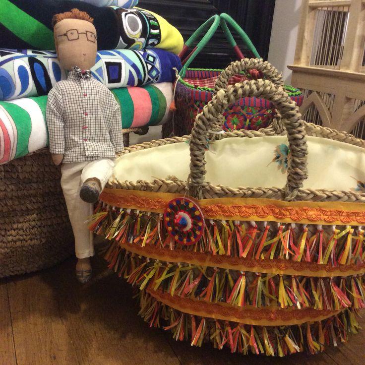 TREND Le borse sono una diversa dall'altra intrecciate a mano secondo la tradizione siciliana artigiana di un tempo, poi vengono decorate. Io voglio che ogni pezzo sia unico.
