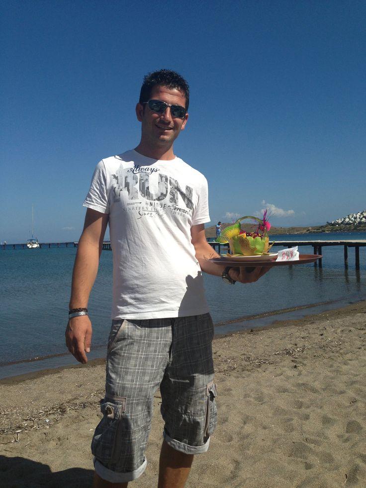 Fatih Karadağ ist Hotel-Manager in der Apart-Anlage. Was immer du auf dem Herzen hast, er wird dir helfen...
