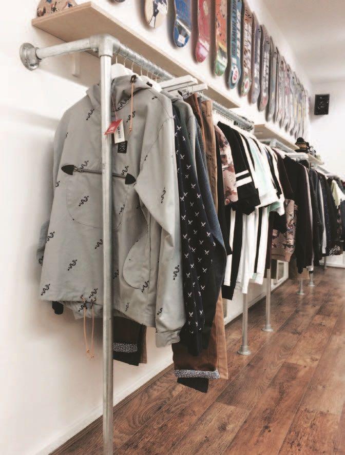 17 best images about percheros de ropa para tiendas y - Percheros para colgar ropa ...