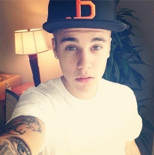 #JustinBieber har beslutat att finansiera ett socialt nätverk för selfies- självporträtt tagna med en mobiltelefon.
